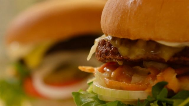 Fleisch ohne Tier – Wie Wissenschaftler unseren Tierkonsum reduzieren - TV - Play SRF