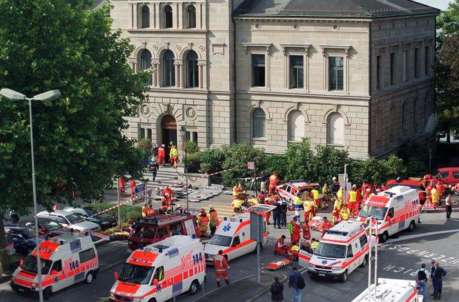 Verletzte vor Zuger Kantonsparlament