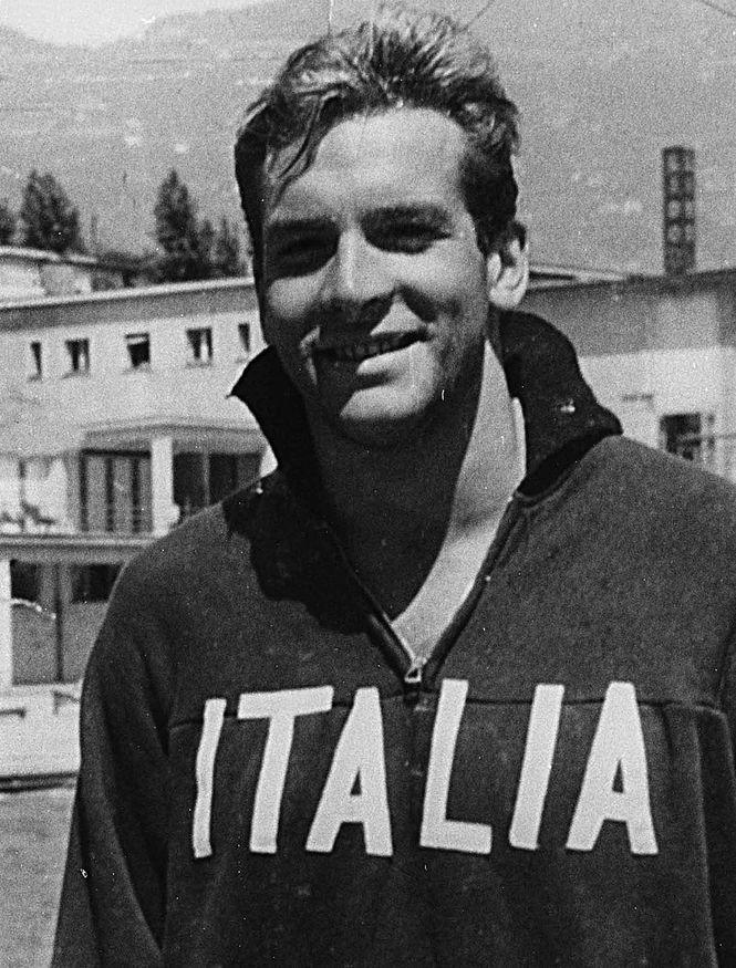 Carlo Pedersoli strahlt in einem Sweatshirt der italienischen Nationalmannschaft