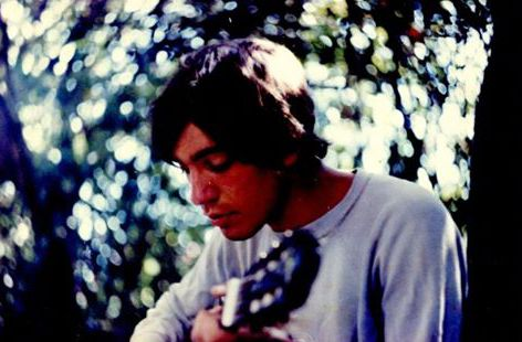 Paolo mit Gitarre