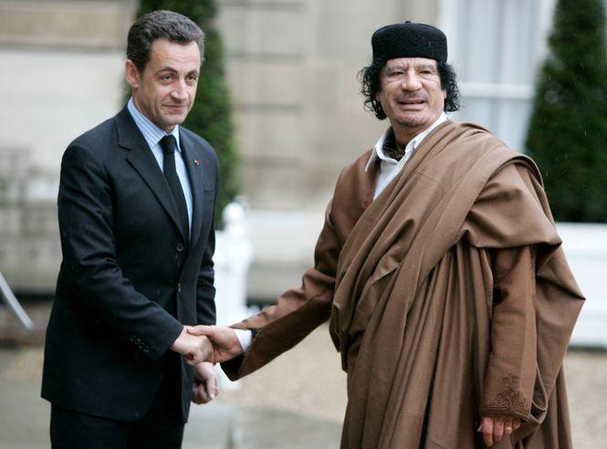 Sarkozy schüttelt Gadhafi die Hand